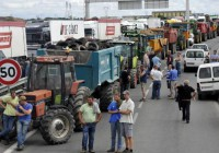 Ganaderos franceses bloquean camiones procedentes de España y Alemania