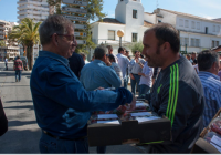 La Plataforma en Defensa de los Regadíos del Condado reparte 5.000 kilos de fresas en Huelva