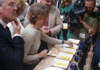 """García Tejerina: """"España tiene que seguir siendo líder mundial en producción y calidad del aceite de oliva"""""""
