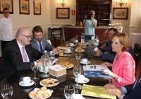Carmen Ortiz presenta al comisario europeo de Agricultura un proyecto para dar un nuevo impulso al relevo generacional