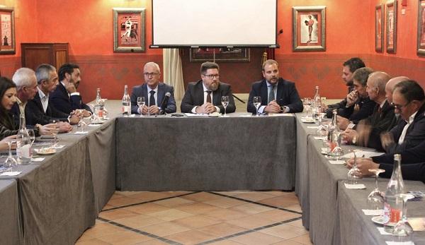 Sánchez Haro anima a las cooperativas del Marco de Jerez a crear alianzas para ganar dimensión y presencia en los mercados