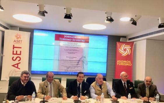 La Asociación Sevillana de Empresas Turísticas congrega al mundo de caballo