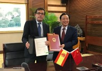 Cabanas suscribe con China un Protocolo de exportación de melocotones y ciruelas y un Memorandum de cooperación