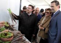 Rodrigo Sánchez destaca el valor añadido que se obtiene de la zanahoria morá con la elaboración de snacks y ginebra