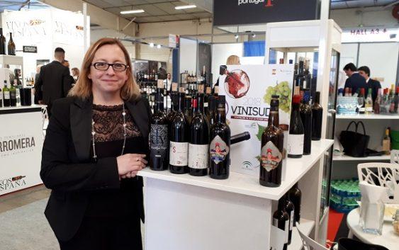 Extenda apoya la promoción de empresas productoras de vino en la feria Vinisud en Francia