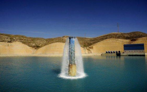 """La Junta reclama al Gobierno central que """"cumpla su propia ley"""" y bonifique el precio del agua desalada en Andalucía"""
