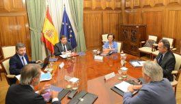 El ministro de Agricultura, Luis Planas, se ha reunido con FEPEX y Veterindustria