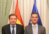 Luis Planas se reúne con Abdellatif Ghedira, director ejecutivo del Consejo Oleícola Internacional