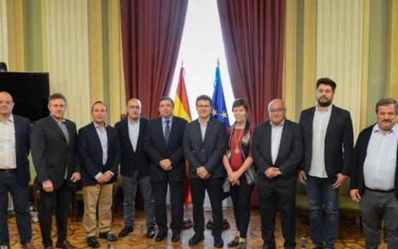 Luis Planas se reúne con representantes de COAG y mantiene un encuentro informativo con el sector de la gastronomía española