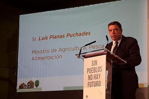 """Luis Planas: """"Los jóvenes y las mujeres son clave para el desarrollo de las zonas rurales"""""""