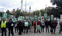 Cuatro centenares de agrícolas piden el agua y las tuberías de las Presas de Siles