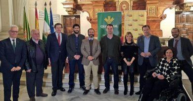 Antonio Mejías de Cuaderno Agrario recoge el  I Premio de Periodismo Agraganadero  Coag Jaén-Caja Rural